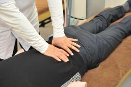 動くことそのものが引き金(トリガー)になっている場合もありますが、全く関係のない部位の緊張などで痛みのスイッチが入る場合もあります