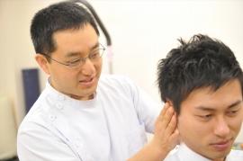 頭、首は些細なことがトリガーポイントになるので、慎重に診ていきます。トリガーポイントの刺激の有無で、痛みにどのような変化が出るかを確認していきます