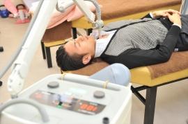 まず、痛みがある箇所の状態を確認します。必要に応じて超音波検査も行います