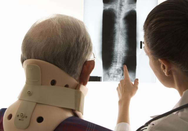 山田接骨院では交通事故による「むちうち」や「腰痛」などの症状を当院独自の「段階的診療法」により早期完治へと導きます